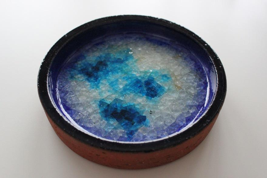 keramikkskål med krystall